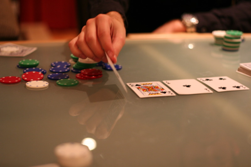 Utilize a Probabilities Calculator at Online Poker